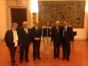 Da sinistra la Professoressa Carla Salvaterra, il Sottosegretario Mario Giro, l'Ambasciatore Ricardo Neiva Tavares, affianco a me il Senatore Pollastri e, a seguire, il Collega Fabio Porta. — em Ambasciata Del Brasile.
