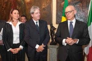 dep. Renata Bueno, o Ministro Gentiloni e o Embaixador da Itália no Brasil, Raffaele Trombetta. (foto de Claudio Cammarota)