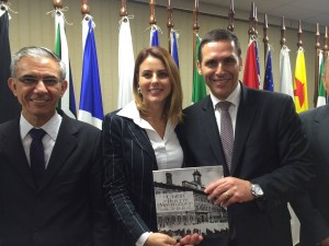 Entrega do livro ao Presidente da AL do Estado de São Paulo, dep. Fernando Capez. Ao meu lado esquerdo, o dep. David Zaia