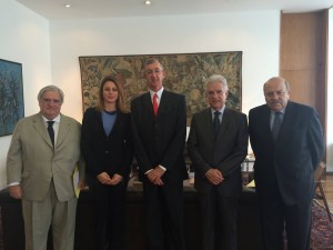 (da esquerda: _, dep. Renata Bueno, Embaixador Sérgio França Danese, dep. Rubens Bueno, Embaixador Carlos Alberto Simas Magalhães — em Palácio Itamaraty.
