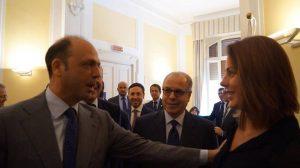 Nella foto, a sinistra, con il Ministro dell'Interno, Angelino Alfano, e l'Ambasciatore del Brasile in Italia, ricardo Neiva Tavares (al centro), durante i saluti prima dell'inizio della Tavola Rotonda.