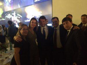 (da esquerda) a consigliere Comites SP, Camila Massarelli, a dep. Renata Bueno, o Premier Matteo Renzi, o dep. Fabio Porta e o editor da Rivista Comunità Italiana, Pietro Petraglia.